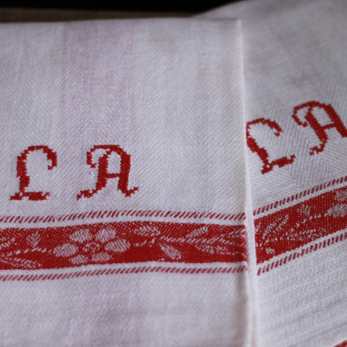 Handduk - Linne Monogram LA Röd