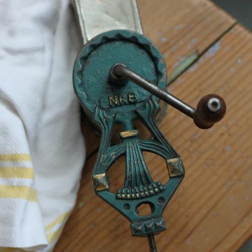 Mandelkvarn - nr8/Harpa Buteljgrön