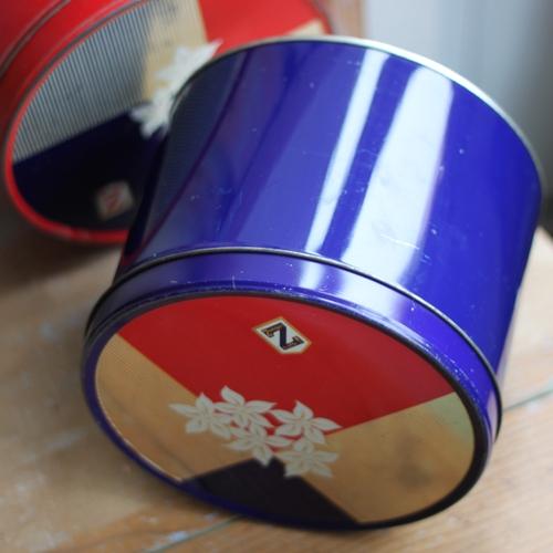 Plåtburk - Blå med Dekor