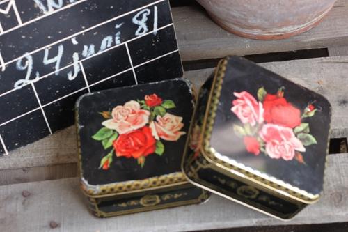 Plåtburk - Svart med Blommor