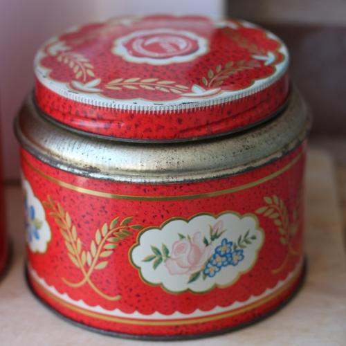 Plåtburk - Kaffeburk Röd med Blommigt Motiv