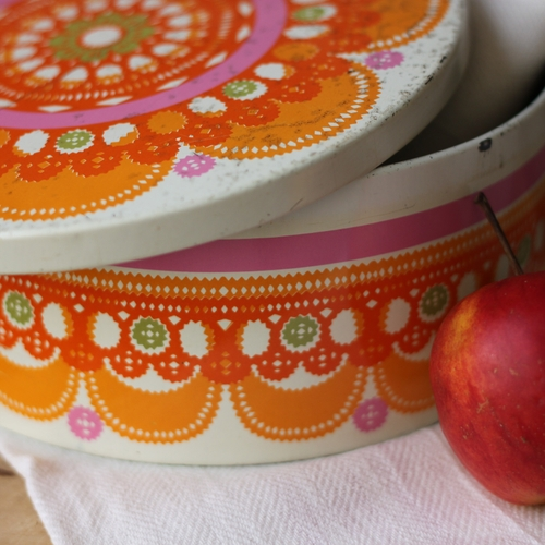 Plåtburk - Mönstrad Vit Orange Lila
