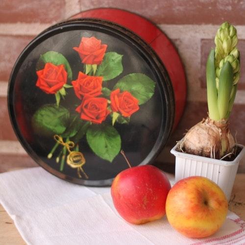 Plåtburk - Röd Svart med Blommor