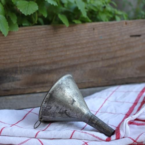 Köksredskap - Tratt i Bleckplåt