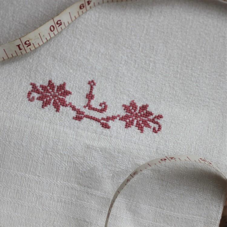 Handduk - Linne Monogram L Rosaröd