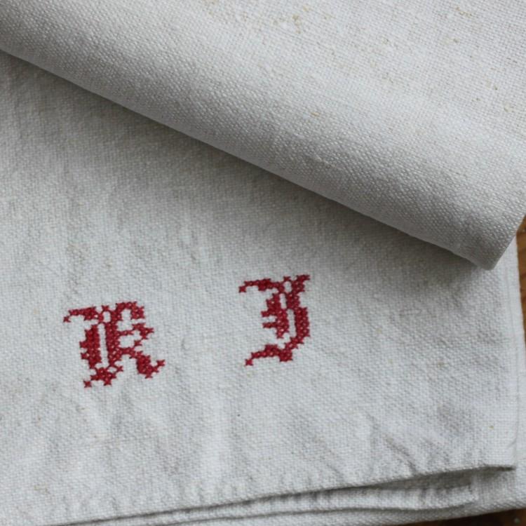 Handduk - Linne Monogram KJ Röd
