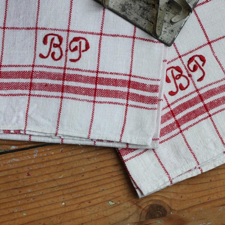 Handduk - Linne Monogram BP Röd