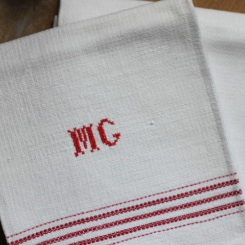 Handduk - Monogram MG Röd
