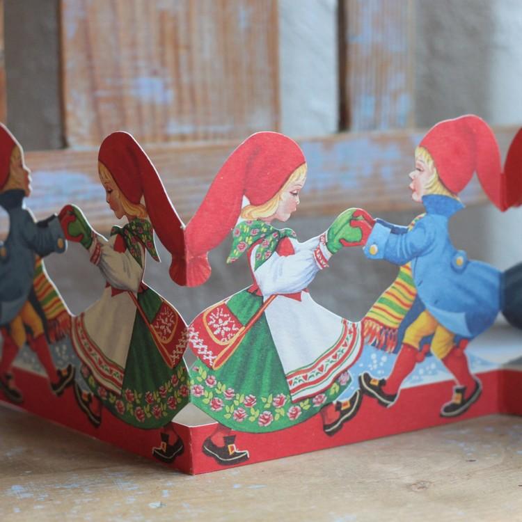 Pappersparad - Nisse och Nissa dansar
