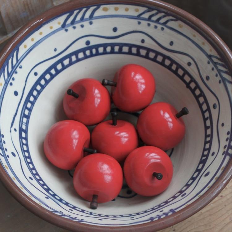 Trääpple - Rött äpple i Trä