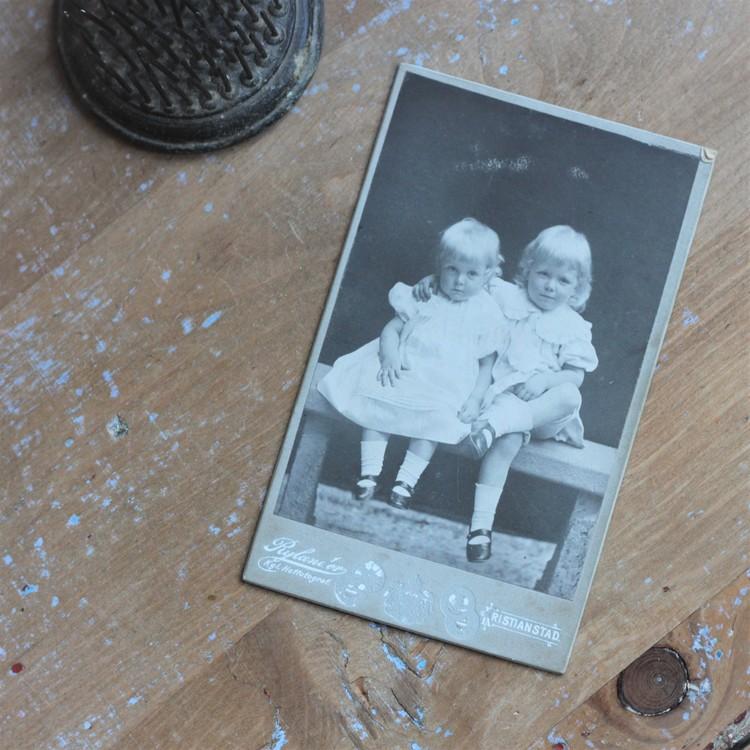 Fotografi - Ateljefoto Två små syskon