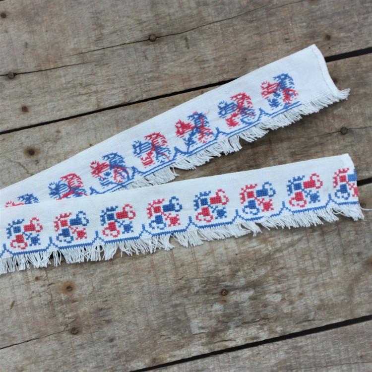 Textil - Hyllbård i Vitt Rött Blått