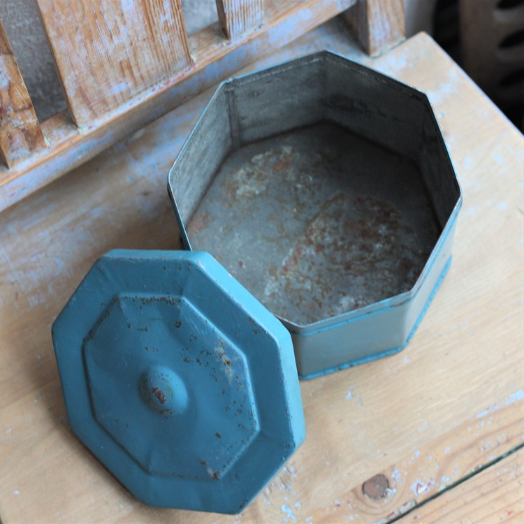 Plåtburk - Blå åttakantig