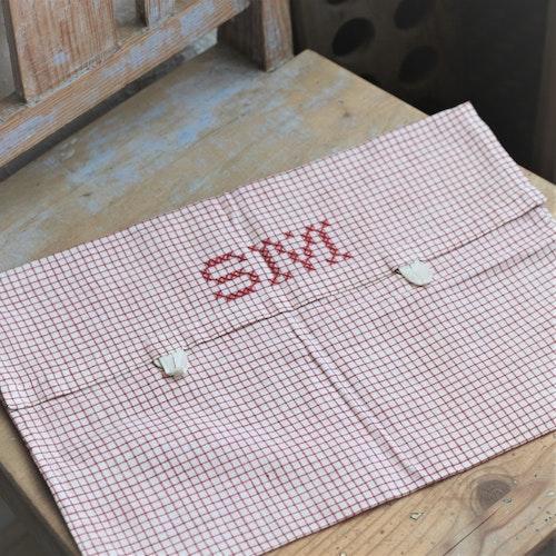 Förvaring - Röd vit rutig Monogram SM