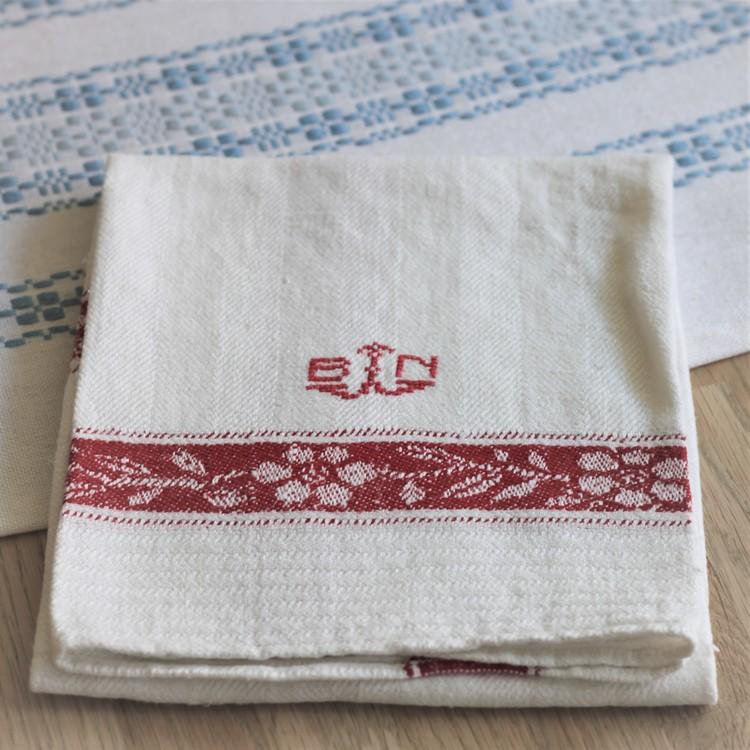 Handduk - Linne Röd Vit Monogram BN