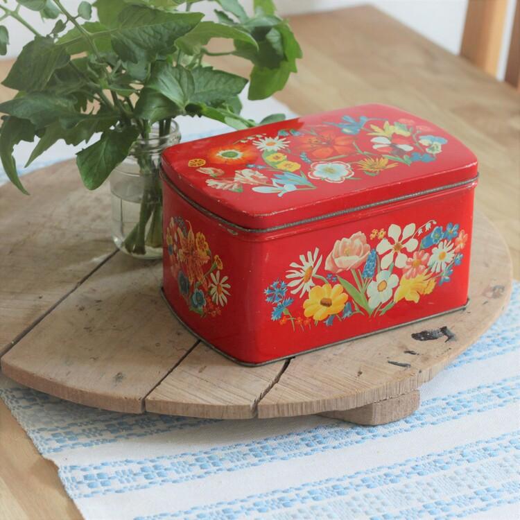 Plåtburk - Röd med Blommor