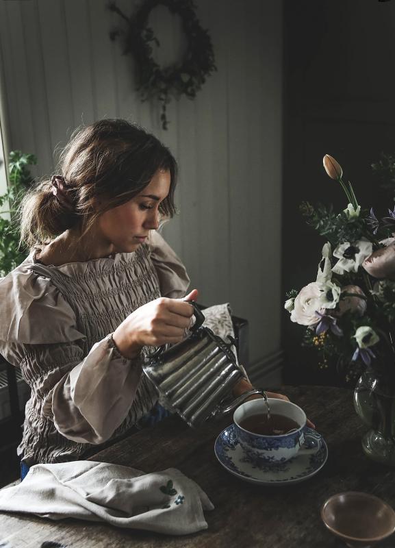 """""""Livsjournalen ligger där och väntar på mig, vågar ju knappt skriva i den så fin som den är"""" - Anna Kubel"""