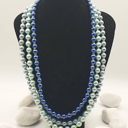 Pärlat halsband, ljus-blå, med guld-färgade distanser, 54 cm