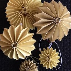 Pappersdekoration gul/beige