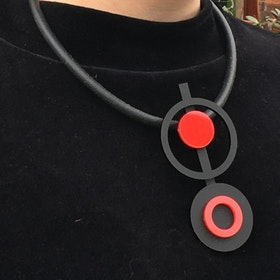 Halsband cirklar rött