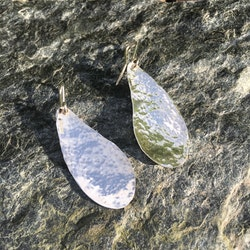 Örhänge silver hamrat