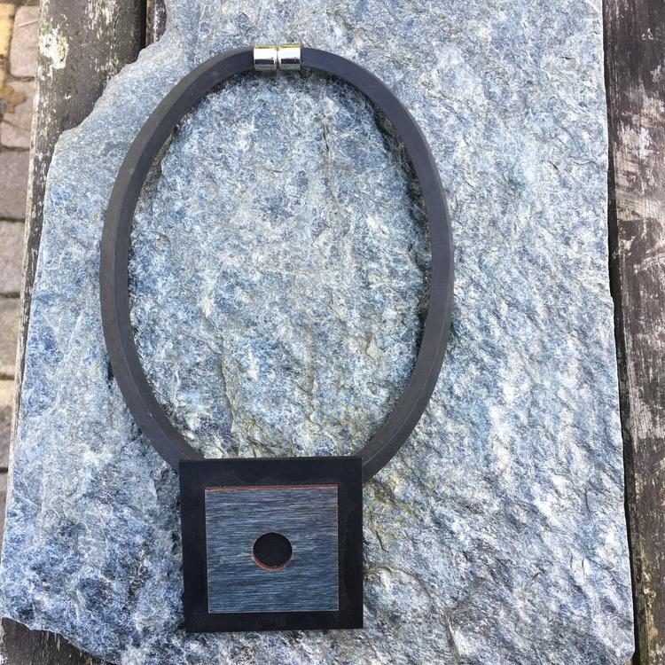 Halsband trä