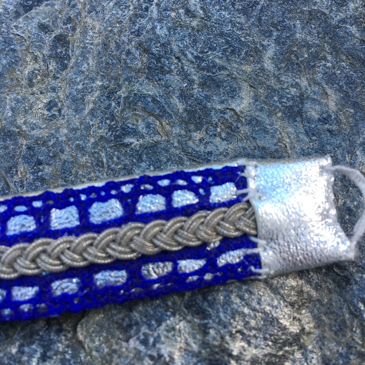 Armband blå spets