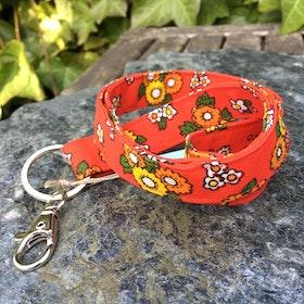 Nyckelband rödblom