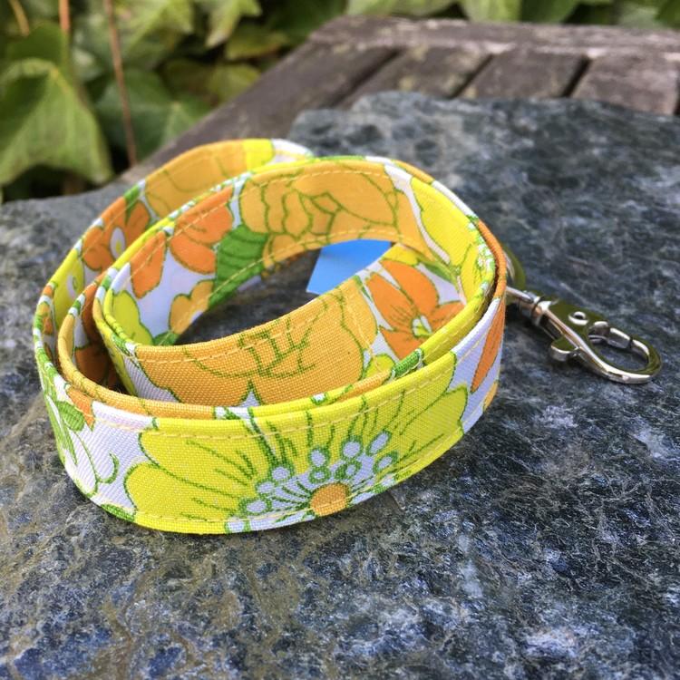 Nyckelband gulblom