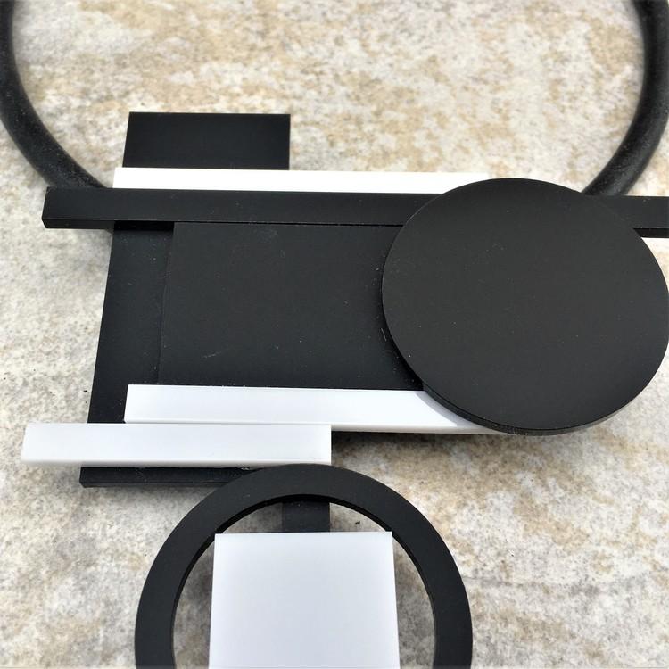 Halsband Bauhaus