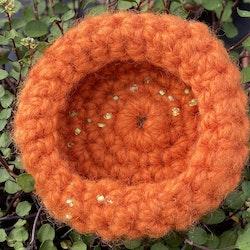 Virkad brosch orange