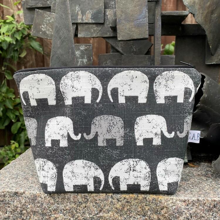 Necessär elefanter
