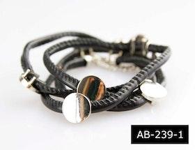 Moderiktigt armband, läderband, svart