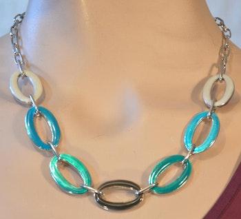 Kort stilfullt halsband i turkos