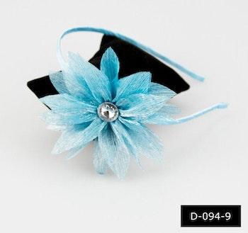 Diadem med ljusblå blomma