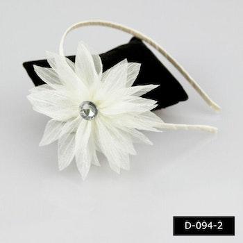 Diadem med vit blomma