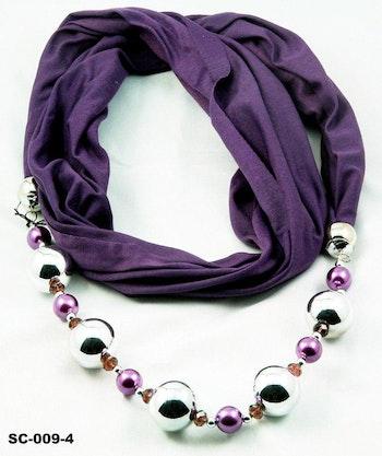 Fin scarf, lila med silverfärgade och lila kulor som dekorationer