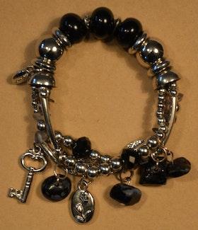 Armband svart med fina detaljer