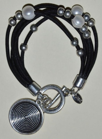 Armband svart läderlook m detaljer