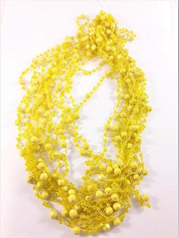Flerradigt gult halsband med kulor och pärlor