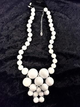 Halsband med stora kulor, vitt