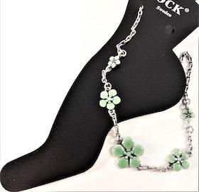 Fotlänk med gnistrande stenar och fina gröna blommor, silverfärgad kedja
