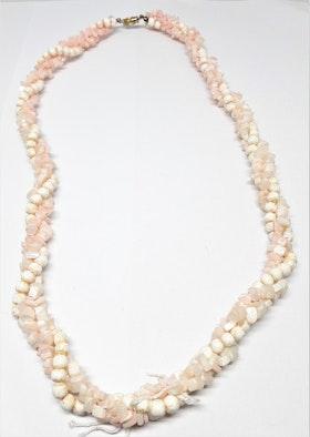 Rosa kort halsband i ben och sten