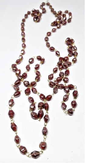 Långt halsband med mindre kulor i rosa