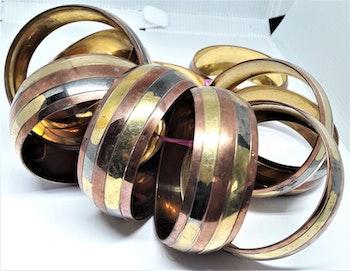 Brett, stelt metallarmband, guldfärgat