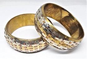 Brett, stelt metallarmband, guldfärgat, mönstrat