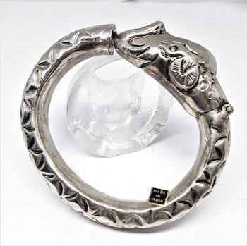 Stelt silverfärgat armband med elefanthuvud