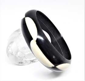 Stelt armband svart/vitt, av buffelben-/horn, B