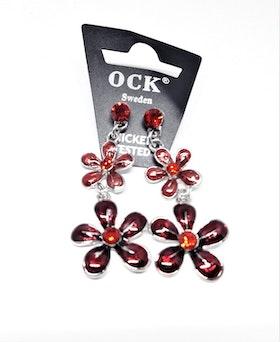 Örhänge med röda fina blommor
