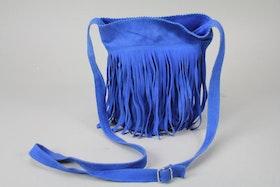 Axelväska i mocka, blå, med fransar
